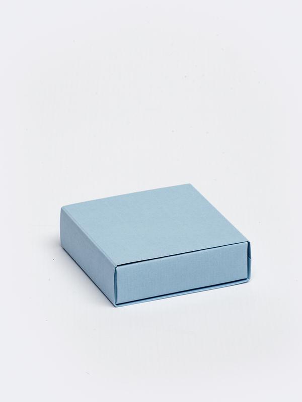 Licht blauwe vierkante doos in karton om zelf te vullen